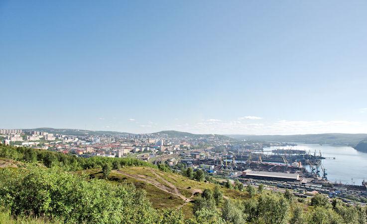 Der Hafen von Murmansk liegt tief in einem Fjord und ist der einzige grosse eisfreie Hafen an der